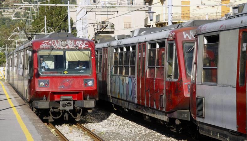 Ruba portafoglio sulla circumvesuviana Sorrento - Napoli arrestato a Torre del Greco