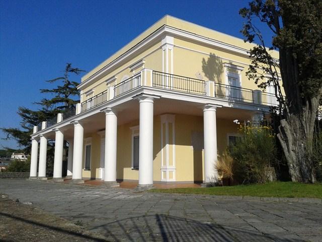 Torre del greco domani a villa delle ginestre la for Case neoclassiche