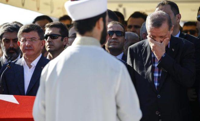 Turchia, Erdogan torna per la prima volta ad Ankara dopo golpe