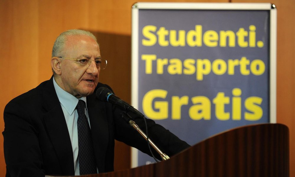 Eav, De Luca annuncia: 350 nuove assunzioni e 100mila abbonamenti per studenti