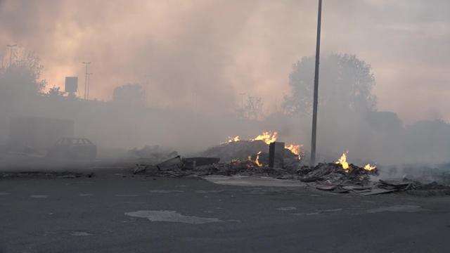 Incendio a Scampia- Dopo i roghi l'area è a rischio