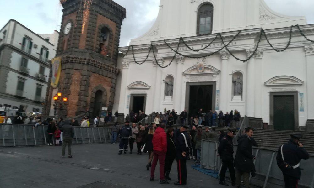 Processione dell'Immacolata finisce in rissa, parroco si rifugia in sagrestia