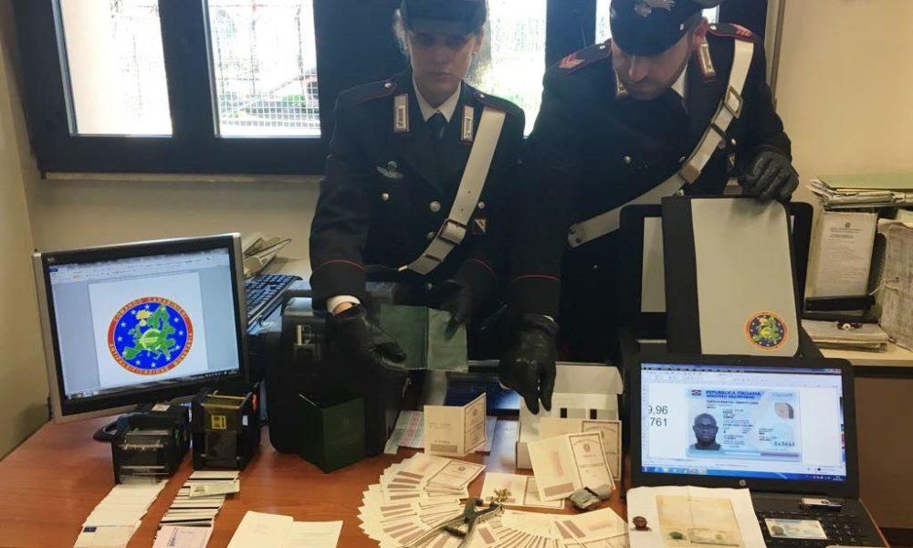 CRONACA: Stamperia di documenti falsi smantellata dai carabinieri