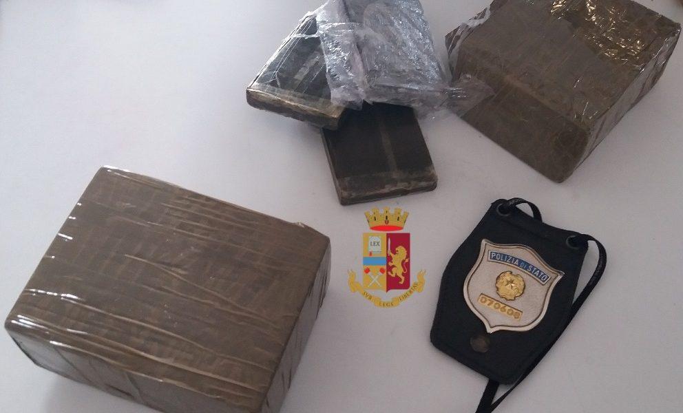 Napoli Sequestrati Quasi 2 Kg Di Droga Arrestato 46enne Torrechannel It