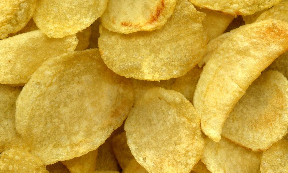 Teenager si nutre solo di patatine e diventa quasi cieco